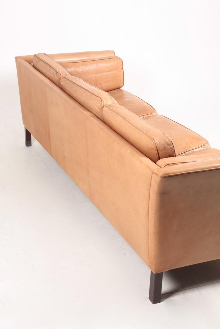 Midcentury Sofa in Patinated Leather by Mogens Hansen, Danish Design For Sale 2