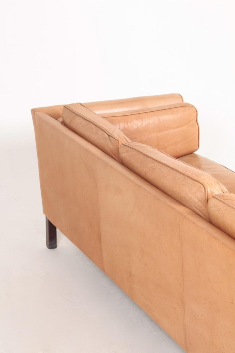 Midcentury Sofa in Patinated Leather by Mogens Hansen, Danish Design For Sale 4