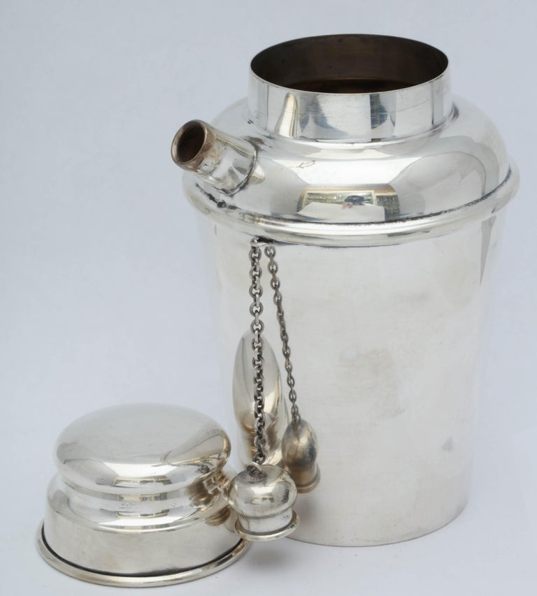 Midcentury Sterling Silver Cocktail Shaker In Excellent Condition For Sale In New York, NY