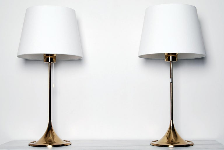 Pair of table lamps model B-024 designed by Alf Svensson and Yngvar Sandström and their designs studio S-Design. Produced by Bergboms in Malmö, Sweden, early 1960s. Polished brass with cast iron in the base. Comes with two acrylic top diffuser but