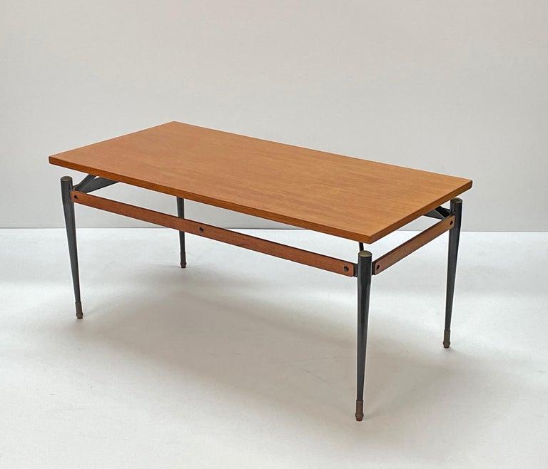 Midcentury Teak, Enamelled Iron and Brass Italian Coffee Table, Cavatorta 1960s For Sale 2