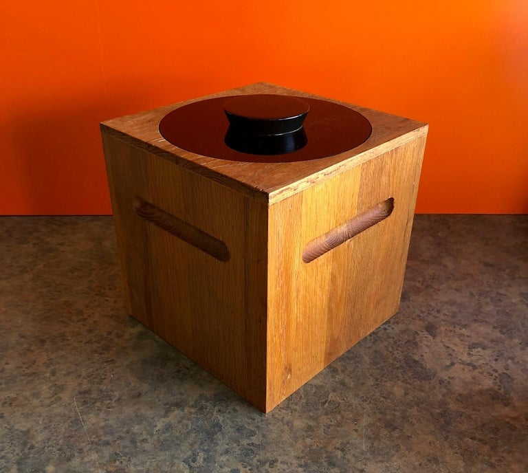 A very nice midcentury teak and plastic ice bucket by Morgan Designs, circa 1970s. The piece is very solid and sturdy and well made.