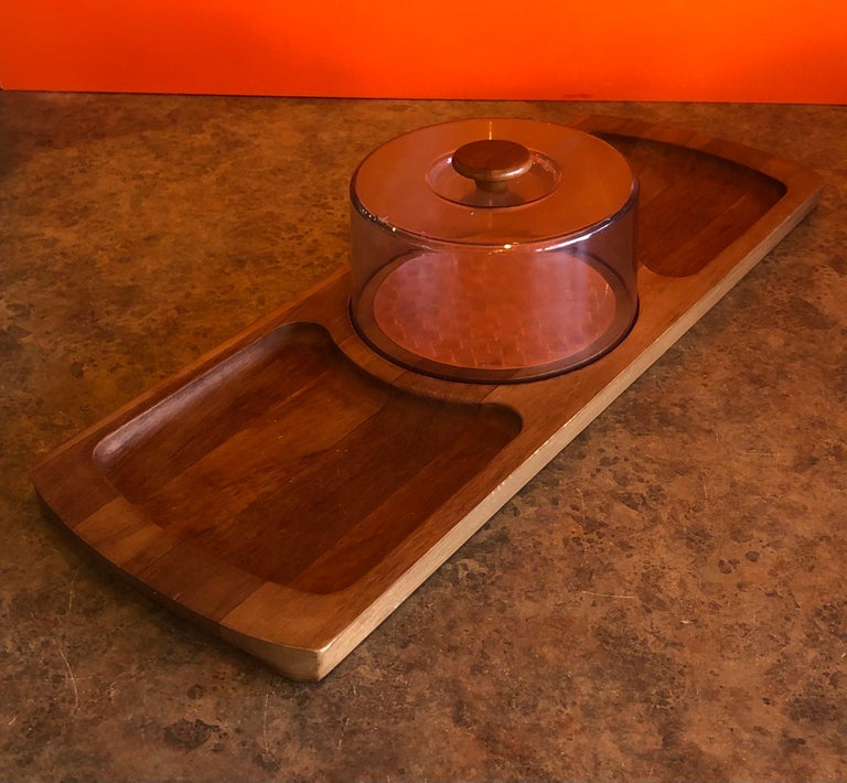 Very nice midcentury teak tray / cheese board with plastic dome by Luthje Wood of Denmark, circa 1970s. The board is 22