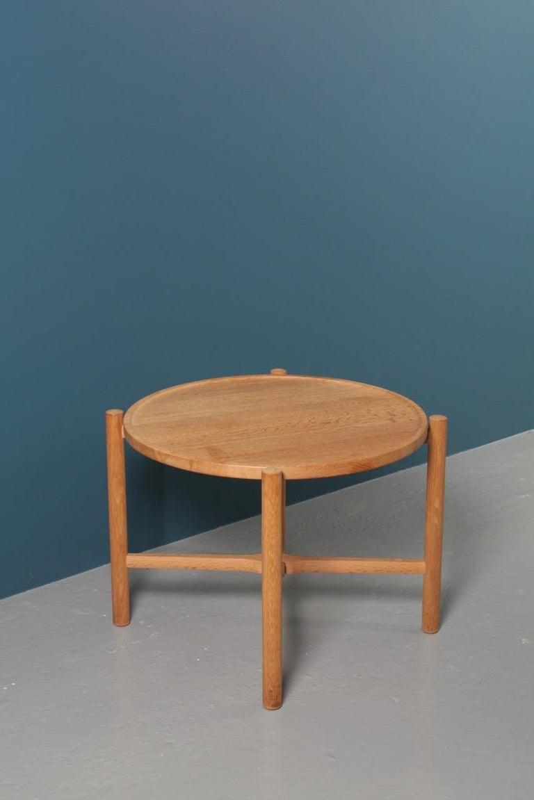 Scandinavian Modern Midcentury Tray Table in Solid Oak by Hans J. Wegner, 1960s For Sale