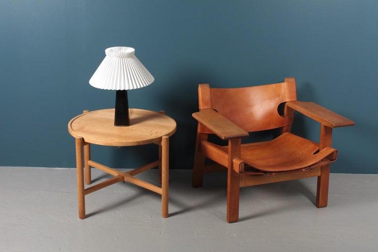 Danish Midcentury Tray Table in Solid Oak by Hans J. Wegner, 1960s For Sale