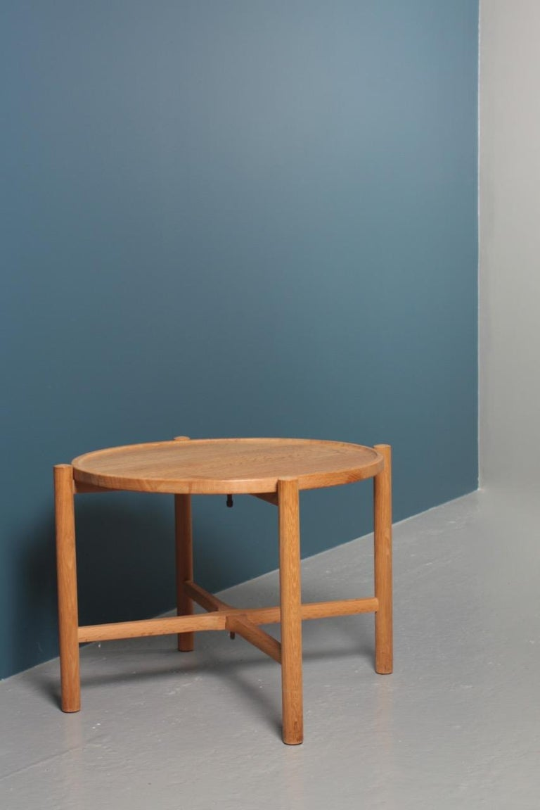 Midcentury Tray Table in Solid Oak by Hans J. Wegner, 1960s In Good Condition For Sale In Lejre, DK