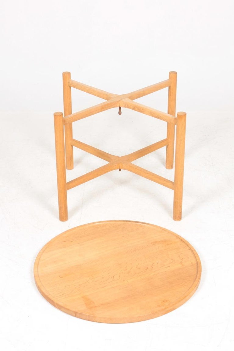 Midcentury Tray Table in Solid Oak by Hans J. Wegner, 1960s For Sale 1