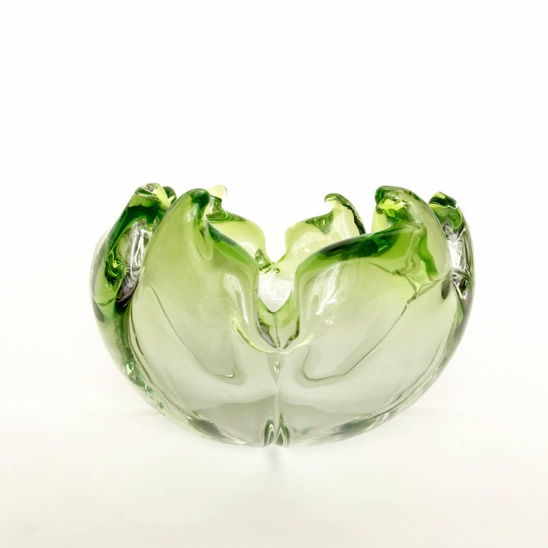 Midcentury Twisted Flame Blown Green Murano Art Glass Bowl, Italy, 1950s For Sale 2