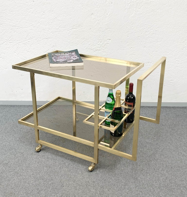 Midcentury Two Levels Smoked Glass and Brass Bar Cart with Bottle Holder, 1970s For Sale 11