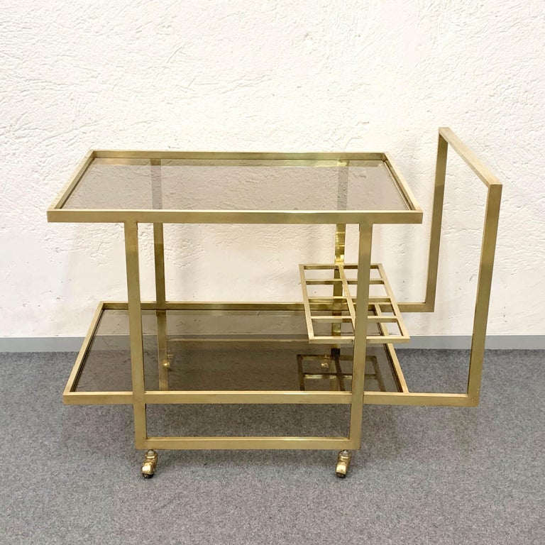 Midcentury Two Levels Smoked Glass and Brass Bar Cart with Bottle Holder, 1970s In Good Condition For Sale In Roma, IT