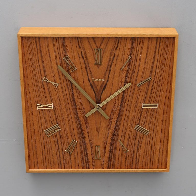 Junghans wall clock, with a battery movement, Germany, 1960s. Very good original condition Delivery time 2-3 weeks.
