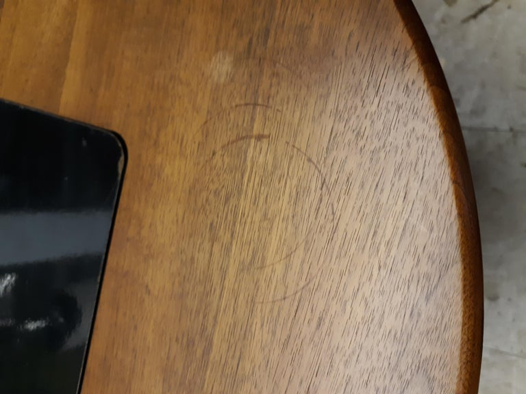 Midcentury Walnut Side Table In Good Condition For Sale In Brooklyn, NY