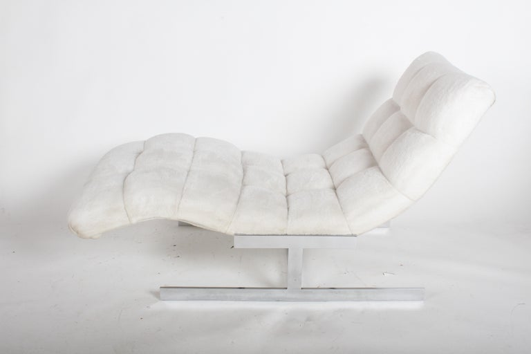 Vintage 1960s-1970s wave form floating chaise longue with original white tufted upholstery and chrome frame. Upholstery has been professionally cleaned, but should be updated if perfection is required. Chrome is bright and in nice vintage condition.