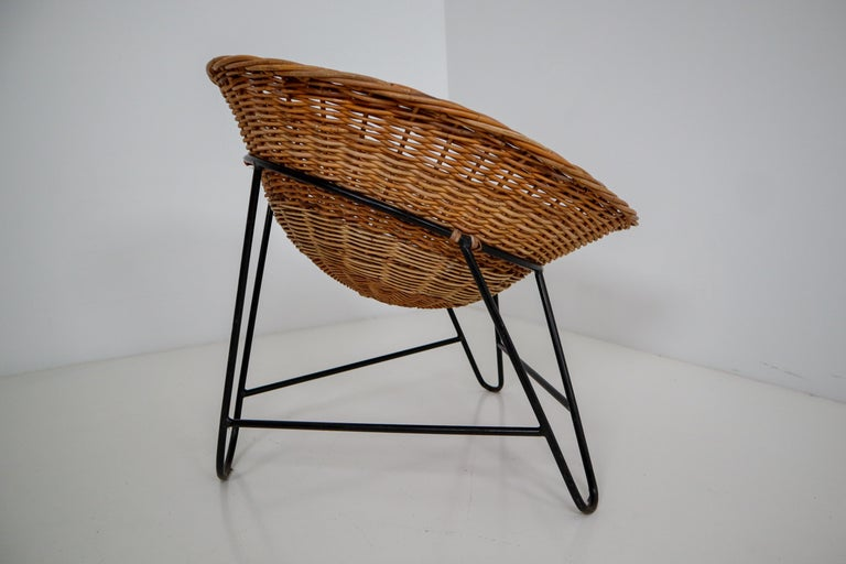 European Midcentury Wicker Easy Lounge Patio Chairs Designed in Europe, 1960s For Sale