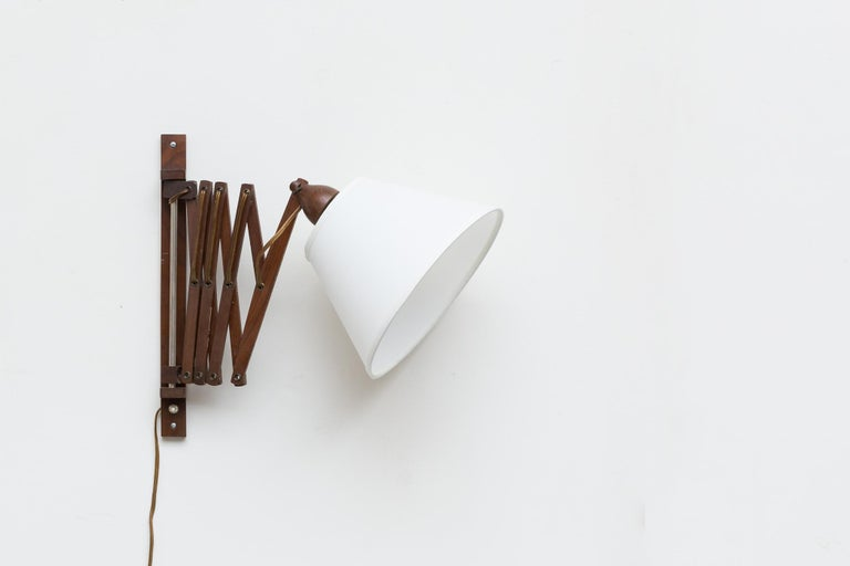 Midcentury Wood Accordion Wall Mount Lamp In Good Condition For Sale In Los Angeles, CA