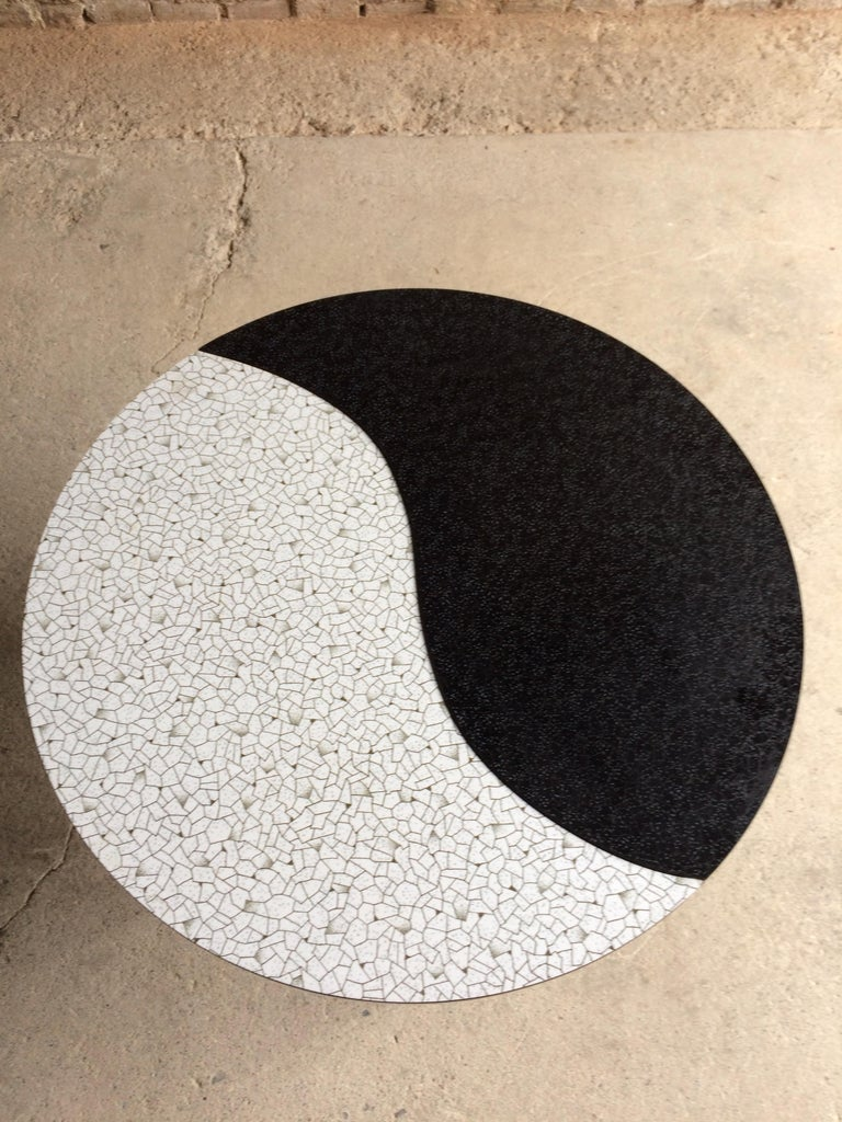Midcentury Yin and Yang Tripod Occasional Table, circa 1950s  In Excellent Condition For Sale In Longdon, Tewkesbury