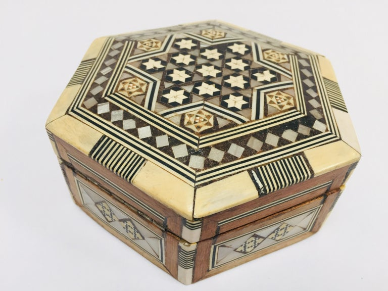 Middle Eastern Handcrafted Syrian Octagonal Box Inlaid with Mother of Pearl For Sale 3