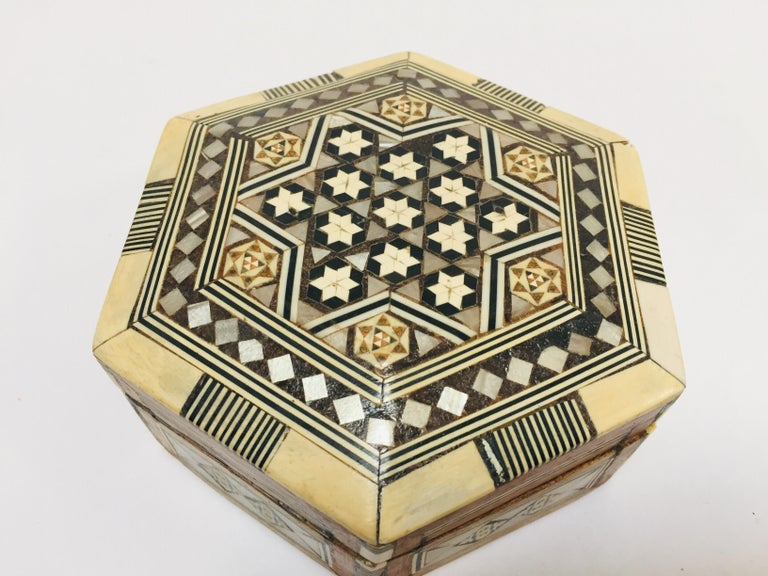 Middle Eastern Handcrafted Syrian Octagonal Box Inlaid with Mother of Pearl For Sale 4