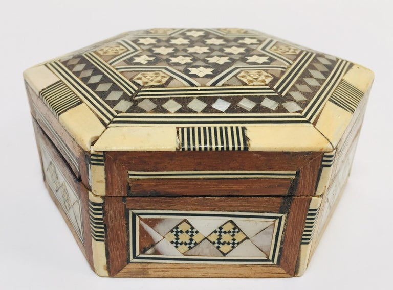 Moorish Middle Eastern Handcrafted Syrian Octagonal Box Inlaid with Mother of Pearl For Sale