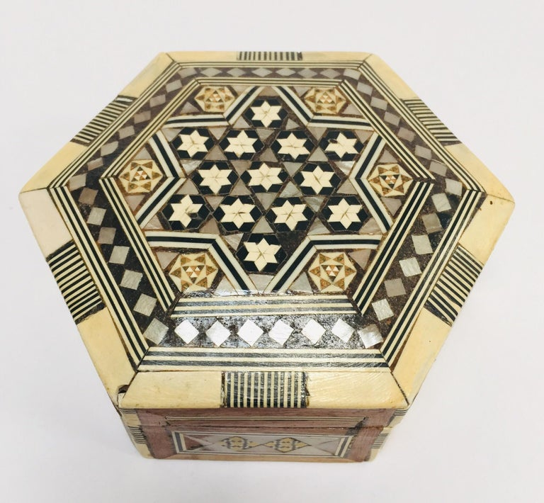 Inlay Middle Eastern Handcrafted Syrian Octagonal Box Inlaid with Mother of Pearl For Sale