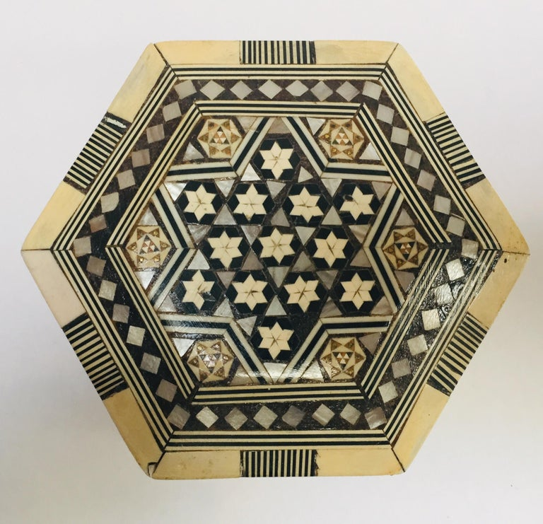 20th Century Middle Eastern Handcrafted Syrian Octagonal Box Inlaid with Mother of Pearl For Sale