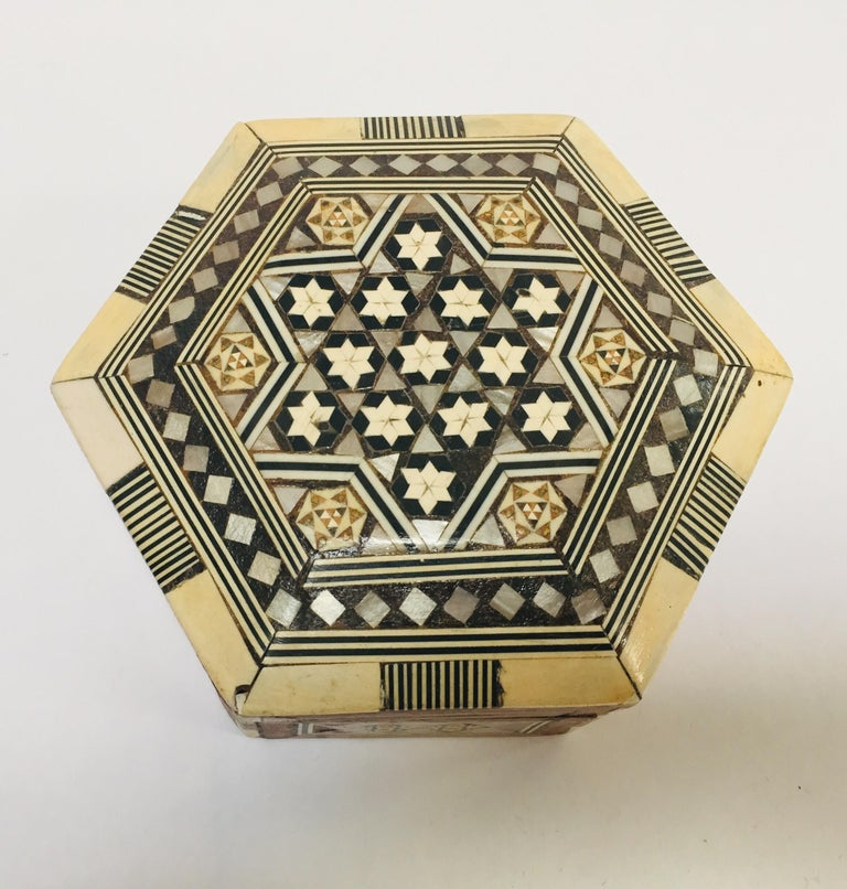 Mother-of-Pearl Middle Eastern Handcrafted Syrian Octagonal Box Inlaid with Mother of Pearl For Sale
