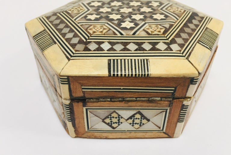 Middle Eastern Handcrafted Syrian Octagonal Box Inlaid with Mother of Pearl For Sale 2