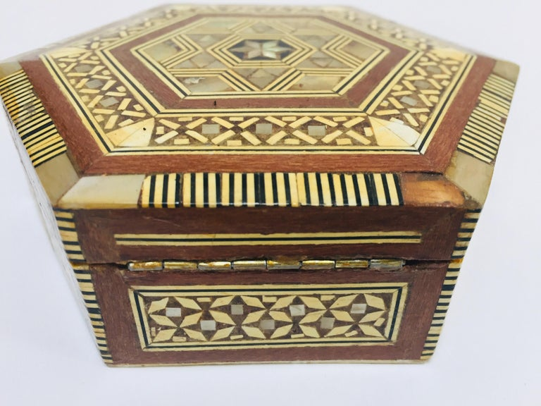 Middle Eastern Handcrafted Syrian Octagonal Box Mother of Pearl Inlaid For Sale 3