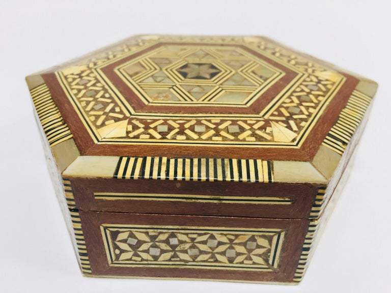 Middle Eastern Handcrafted Syrian Octagonal Box Mother of Pearl Inlaid For Sale 1