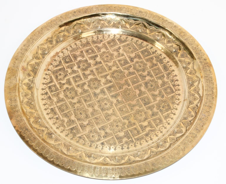 Hammered Middle Eastern Syrian Antique Round Brass Tray For Sale