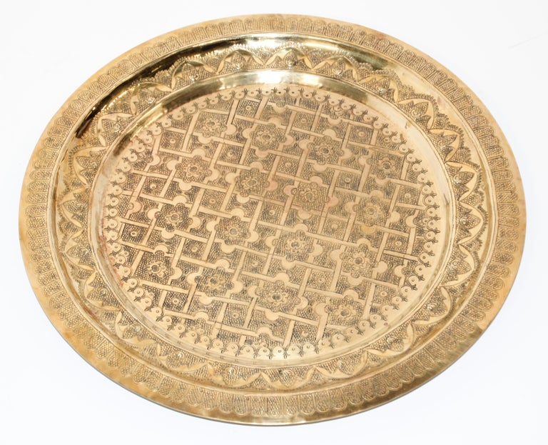 Middle Eastern Syrian Antique Round Brass Tray In Good Condition For Sale In North Hollywood, CA