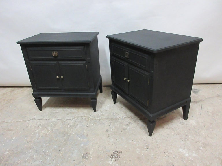 Midnight Black Gustavian Style Nightstands In Distressed Condition For Sale In Hollywood, FL