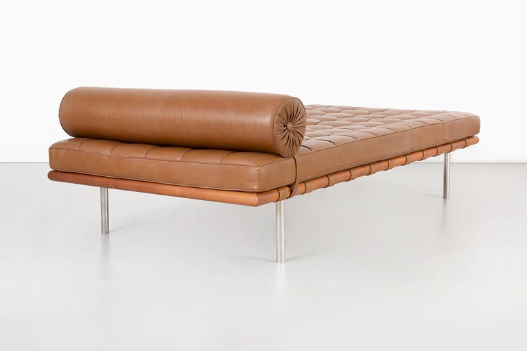 Mies Van Der Rohe Barcelona Couch for Knoll In Good Condition For Sale In Chicago, IL