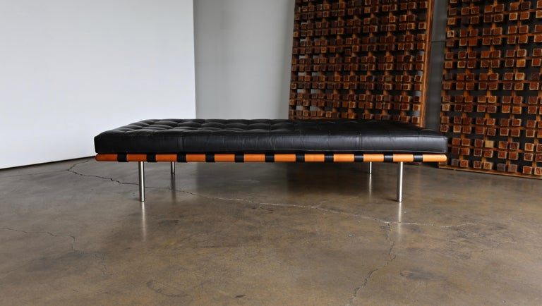 Mies van der Rohe Leather and Walnut Daybed for Knoll, 1983 4