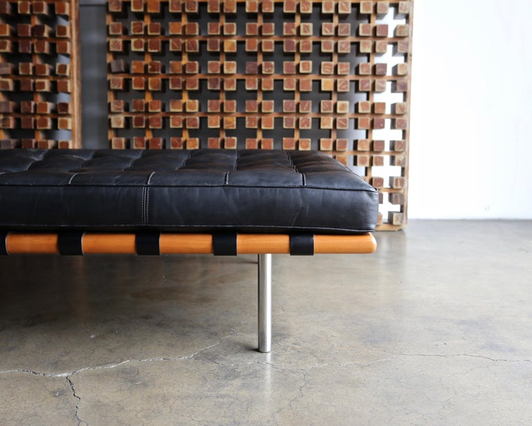 American Mies van der Rohe Leather and Walnut Daybed for Knoll, 1983