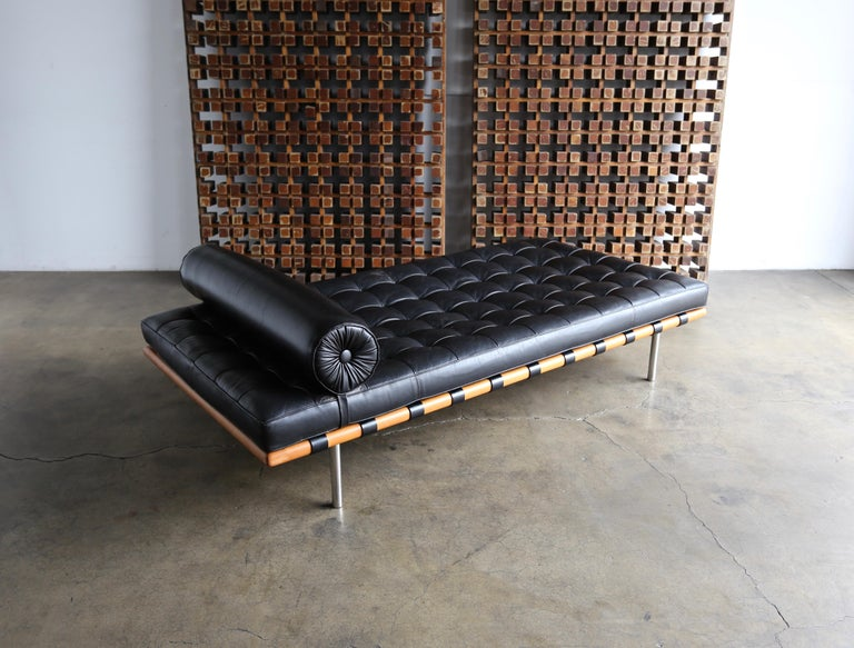 20th Century Mies van der Rohe Leather and Walnut Daybed for Knoll, 1983