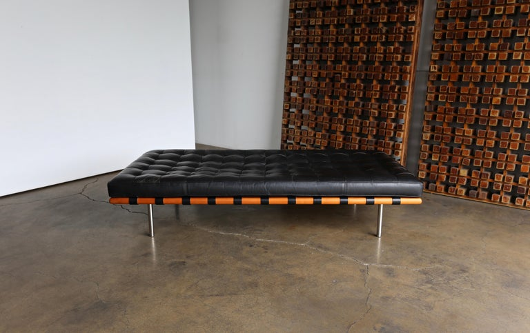 Mies van der Rohe Leather and Walnut Daybed for Knoll, 1983 2