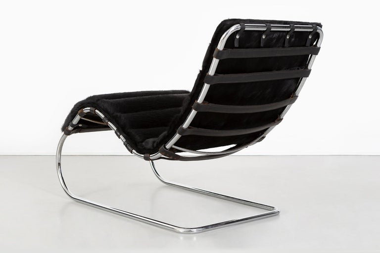 Mies van der Rohe MR Chaise for Knoll Reupholstered in Brazilian Cowhide In Good Condition For Sale In Chicago, IL