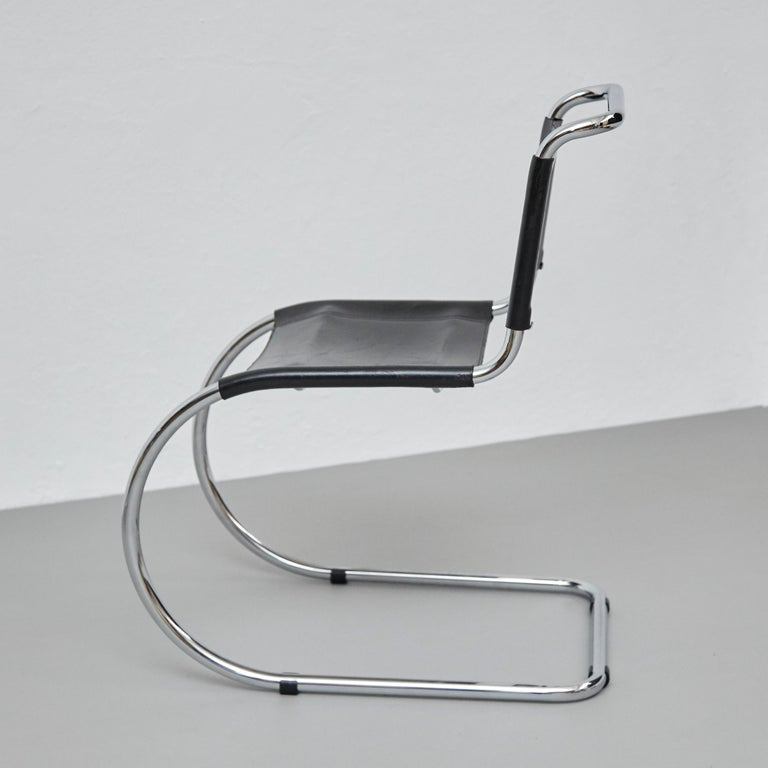 Mies Van Der Rohe Set of 4 MR10 Black Leather Easy chairs, circa 1960 For Sale 10