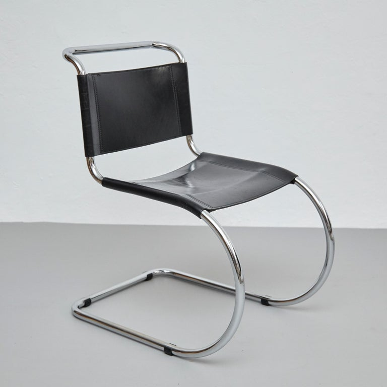 Mies Van Der Rohe Set of 4 MR10 Black Leather Easy chairs, circa 1960 For Sale 11