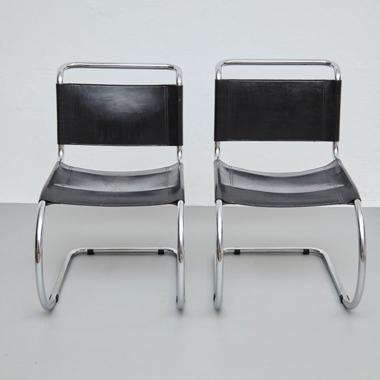 Mies Van Der Rohe Set of 4 MR10 Black Leather Easy chairs, circa 1960 For Sale 13