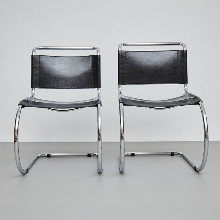 Mid-Century Modern Mies Van Der Rohe Set of 4 MR10 Black Leather Easy chairs, circa 1960 For Sale