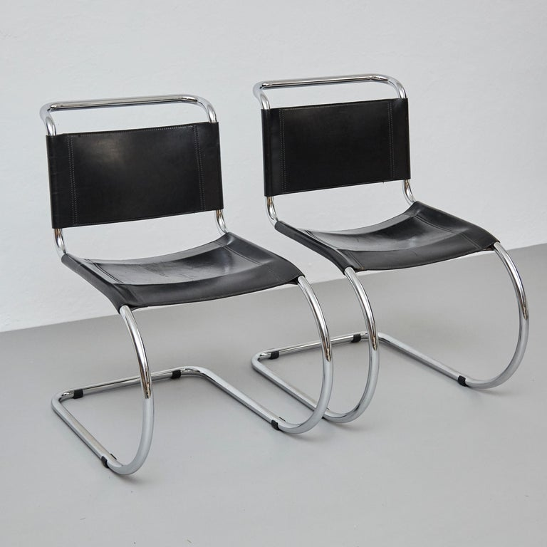 German Mies Van Der Rohe Set of 4 MR10 Black Leather Easy chairs, circa 1960 For Sale