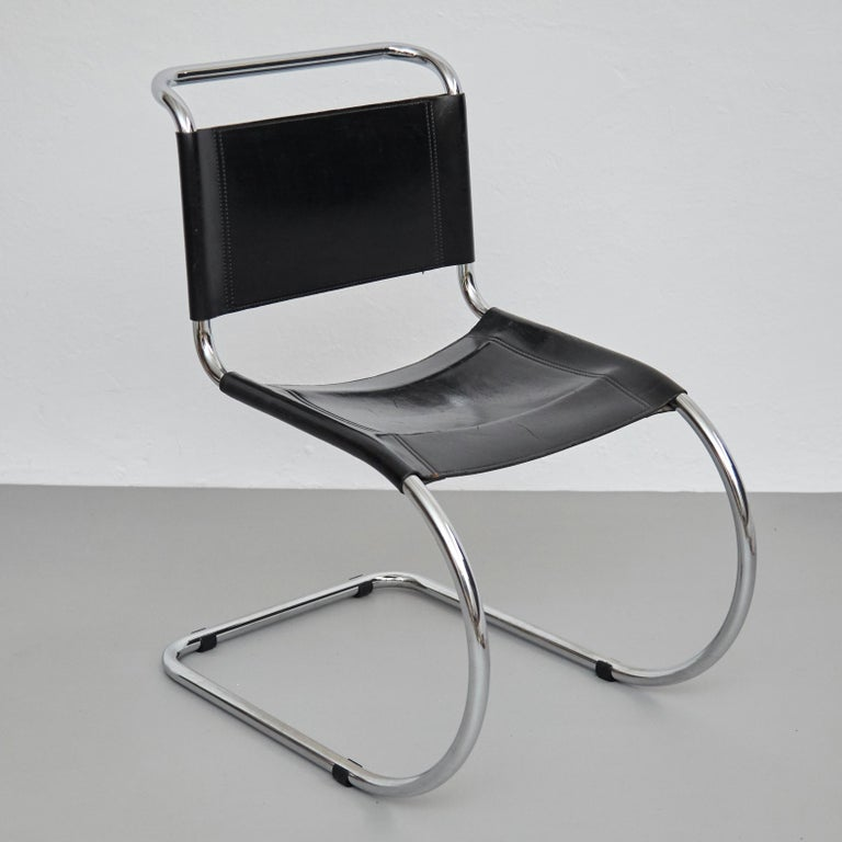 Mid-20th Century Mies Van Der Rohe Set of 4 MR10 Black Leather Easy chairs, circa 1960 For Sale