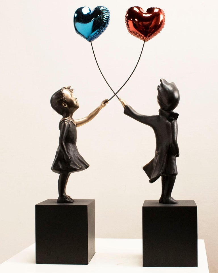 A boy with balloon Big - Miguel Guía Street Art Cast bronze Sculpture For Sale 1