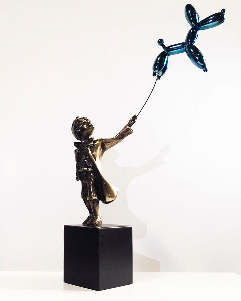 Child with balloon dog Big – Miguel Guía Street Art Cast bronze Sculpture - Gold Figurative Sculpture by Miguel Guía