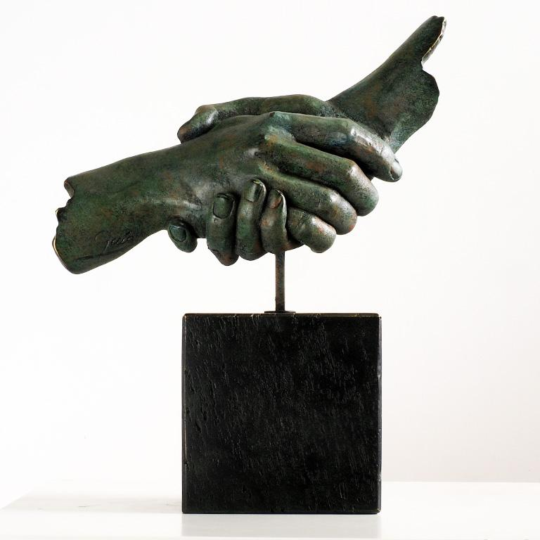 Friendship - Miguel Guía Realism Bronze layer Sculpture - Gold Figurative Sculpture by Miguel Guía
