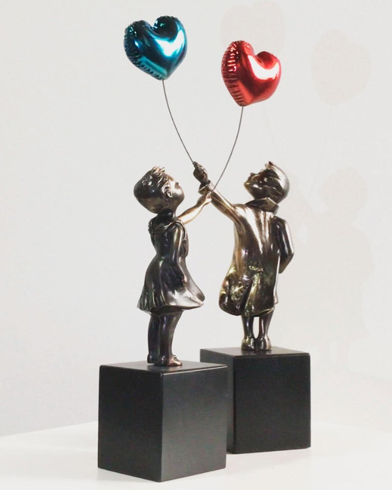 Girl with red balloon – Miguel Guía Street Art Cast bronze Sculpture Big For Sale 10
