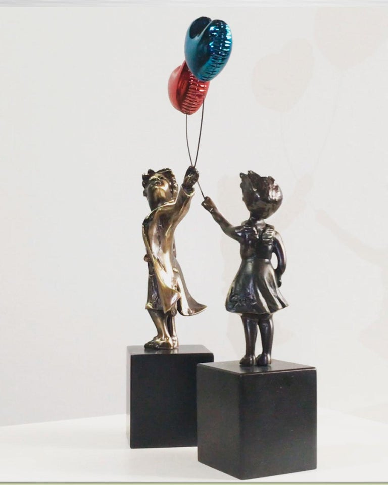 Girl with red balloon – Miguel Guía Street Art Cast bronze Sculpture Big For Sale 11