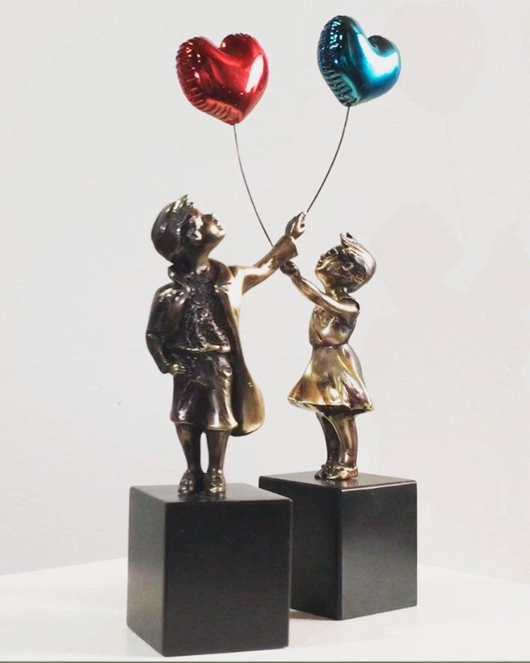 Girl with red balloon – Miguel Guía Street Art Cast bronze Sculpture Big For Sale 12